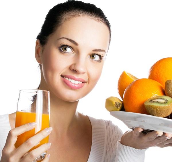 Uống nước ép trái cây vào buổi tối
