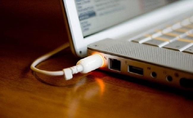 Hướng dẫn cách sạc pin cho laptop
