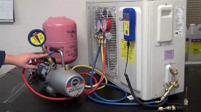 Máy lạnh bị chảy nước ở cục nóng