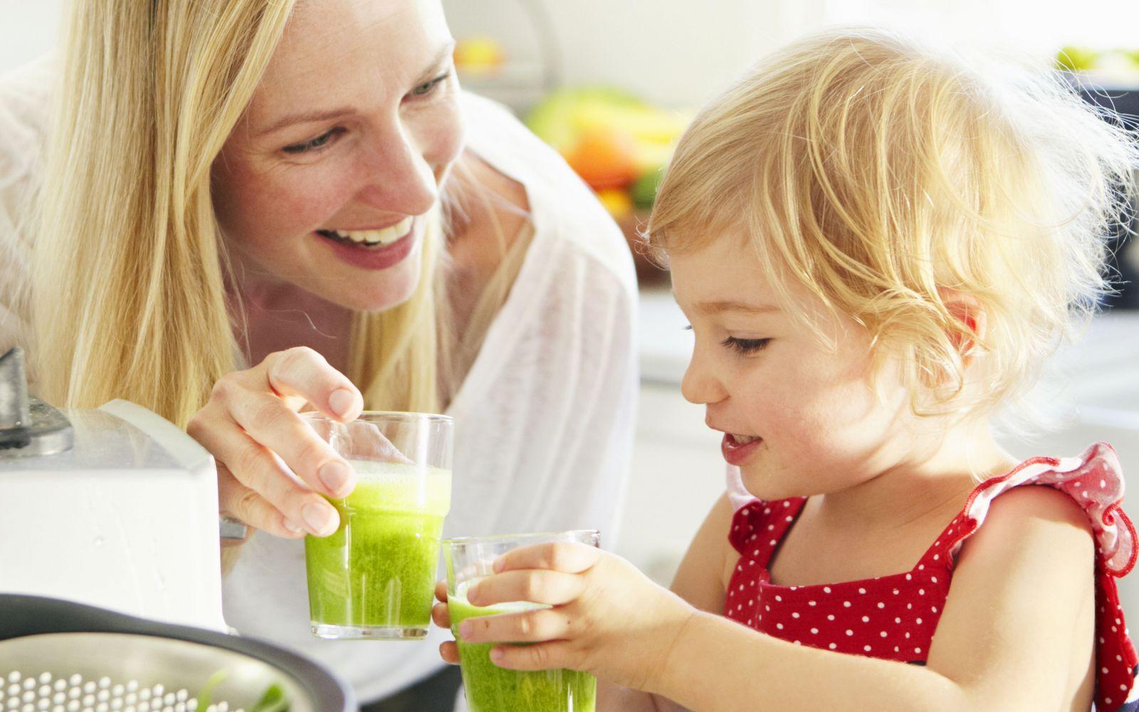 Nên cho trẻ uống nước ép trái cây như thế nào?