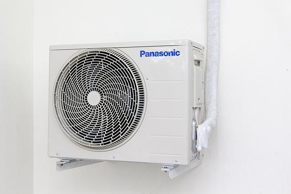 Tại sao cục nóng máy lạnh chảy nước?