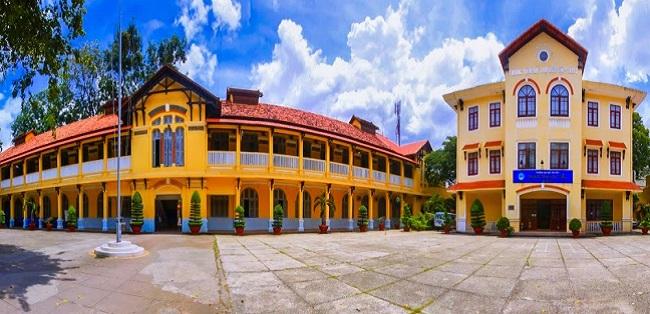 Trường đại học đầu tiên của nước Việt Nam