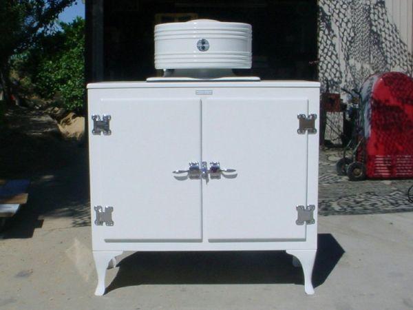 Tủ lạnh được phát minh năm nào?